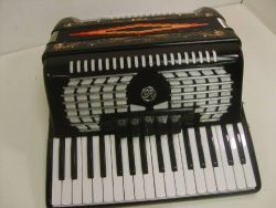 Rossetti Piano Accordion 60 Bass 34 Key 5 Switch, with Case, in BLACK